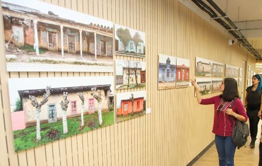 UOH expone en biblioteca central fotografías de fachadas de tierra de la Región de O´Higgins
