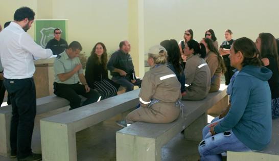 FOSIS apoya en su reinserción laboral a 10 mujeres privadas de libertad