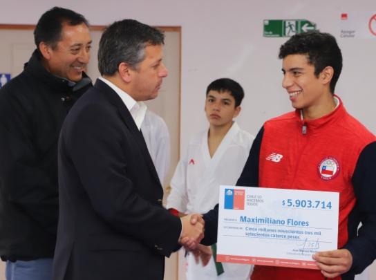 Intendente Masferrer entregó aporte a rancagüino N° 1 del ranking mundial junior de karate