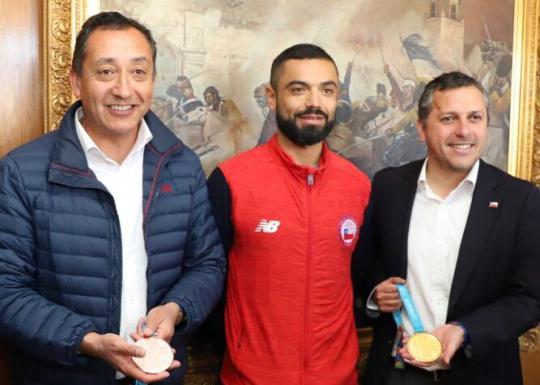 Intendente Masferrer recibe a doble medallista en Lima y anuncia más recursos para apoyar a deportistas de O'Higgins