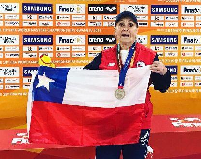 ¡Histórico!Chilena de 84 años bate récord sudamericano de natación en Mundial Máster
