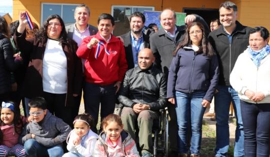 Gobierno entregó las llaves de su casa propia a 110 familias de Santa Cruz