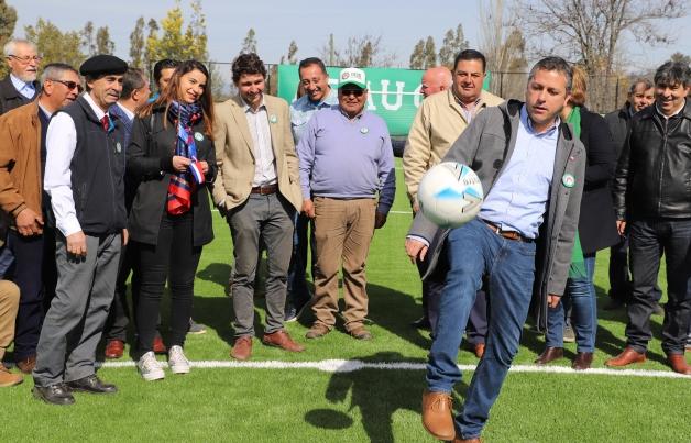 Marchigüe: Inauguran remozado estadio de pasto sintético en Rinconada de Alcones