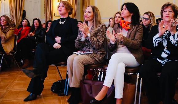 Ministra de la mujer y Directora Nacional de SERNAMEG lanzan escuelas para capacitar a mujeres en política