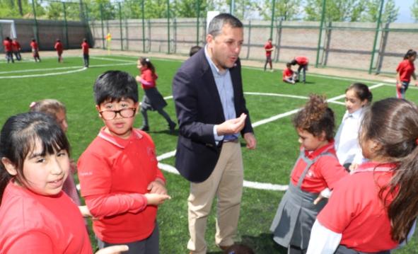 Gobierno Regional inauguró moderna cancha de pasto sintético para escuela municipal