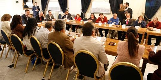 Presidente Piñera dialoga en La Moneda con dirigentes sociales de la Región Metropolitana