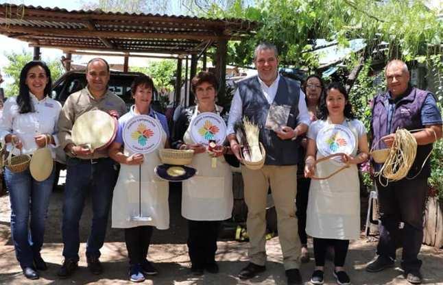 Tres artesanas y trenzadoras de paja de trigo recibieron sello Manos Campesinas