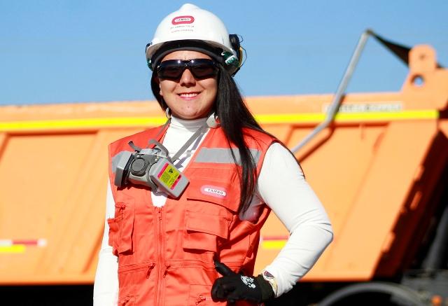 Operadora de camiones que labora en  El Teniente es reconocida por su Trabajo Bien Hecho