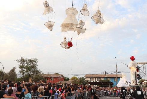 """Miles de personas se deleitaron con el último espectáculo del ciclo: El pasacalles belga """"Jardín de los Ángeles"""""""
