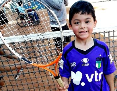 Aún tiene cupos disponibles  el curso gratuito de tenis para niños