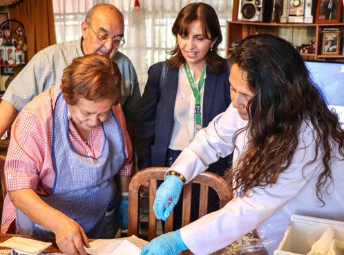Adultos mayores recibieron por primera vez los remedios en su casa