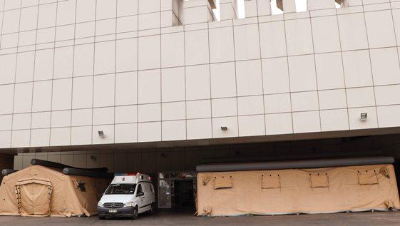 Carpas de emergencia ayudarán a aislar posibles casos de COVID-19 en Urgencia del Hospital Regional