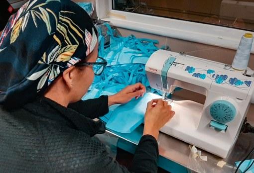 Funcionarios del Hospital Regional confeccionan equipos de protección personal