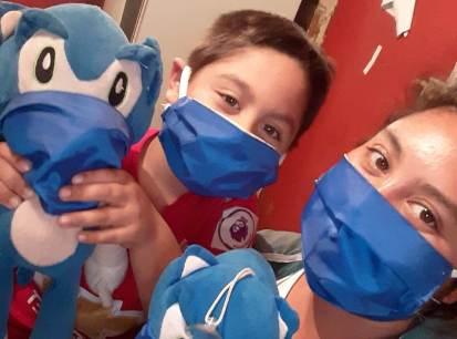 Cambió los uniformes por las mascarillas: emprendedores siguen enfrentando la pandemia