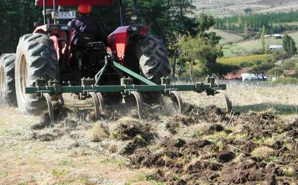 INDAP invertirá este año más de mil 840 millones de pesos en mejorar los suelos agrícolas de la región