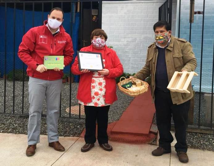 Adultos Mayores reciben kits agroecológicos para cultivar en sus hogares