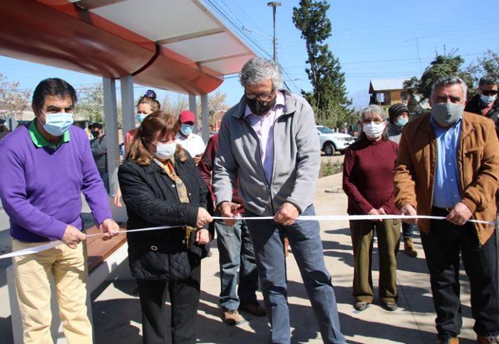 Alcalde Eduardo Soto realiza inauguración de la nueva fachada exterior en el colegio René Schneider