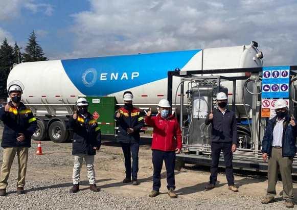 Autoridades de Energía visitan Estación de Carga de Gas Natural Licuado