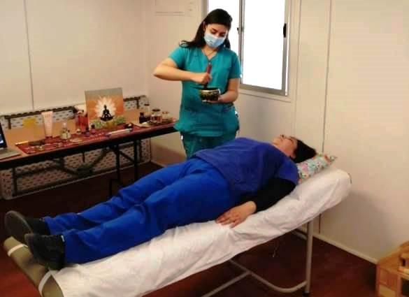 Funcionarios del Hospital de Coinco se someten a terapias de medicina complementaria