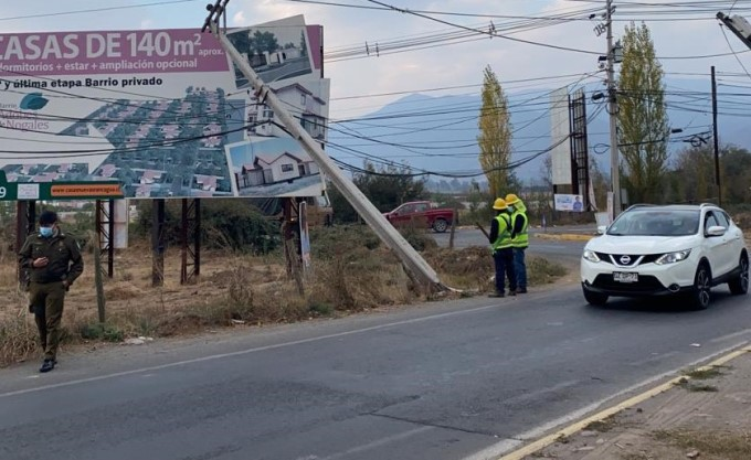 Cerca de 100 mil clientes han sufrido interrupciones de suministro eléctrico por postes chocados