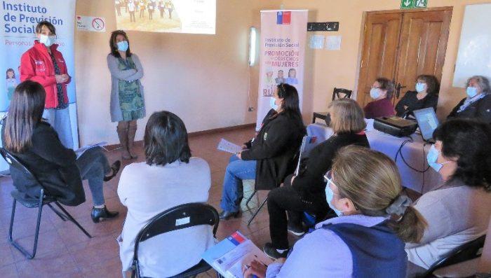 Mujeres Rurales se informan de sus derechos previsionales en Chépica