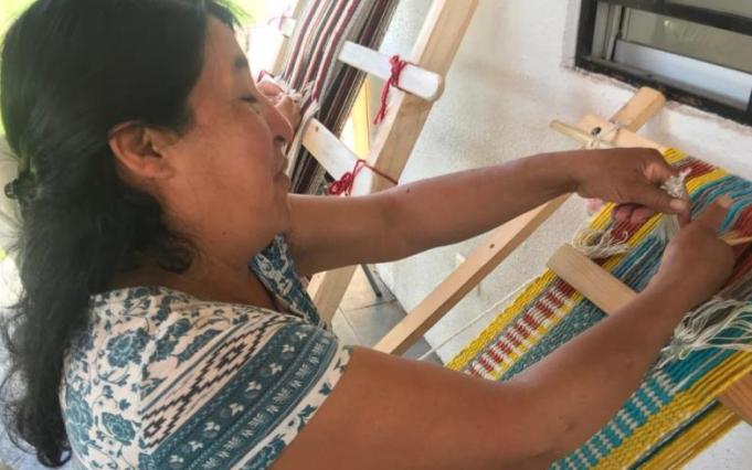 Witral Zomo Newen rescata la cultura ancestral mapuche con sus tejidos